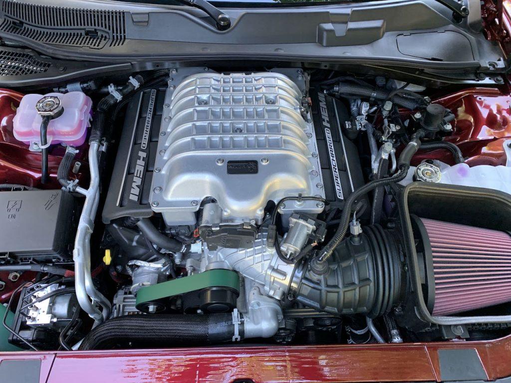 Dodge Challenger Hellcat Redeye Widebody engine