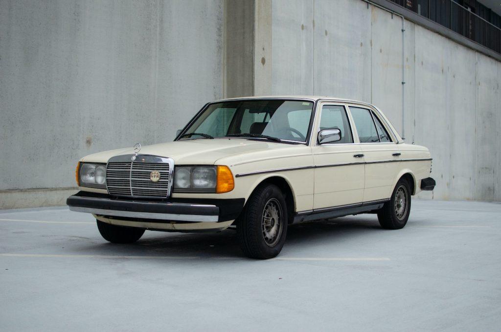 W123 Mercedes-Benz front