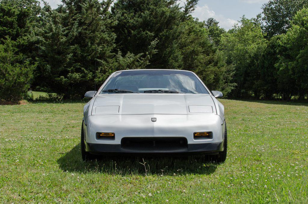 1986 Pontiac Fiero SE V6 front