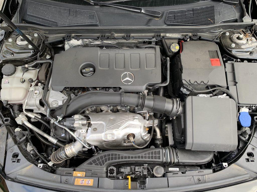 Mercedes A220 engine