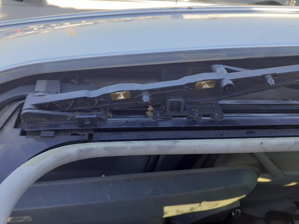 Volkswagen Passat W8 manual sunroof track